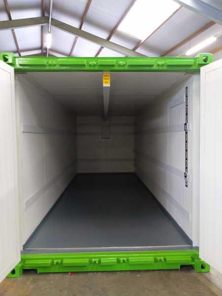 Container geïsoleerd en voorzien van kraanrail